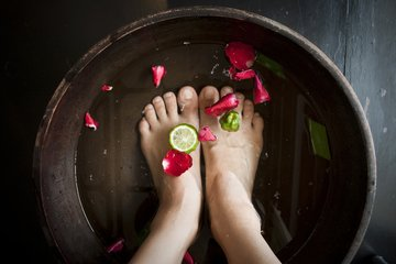 PICTURE OF FEET SOAKING